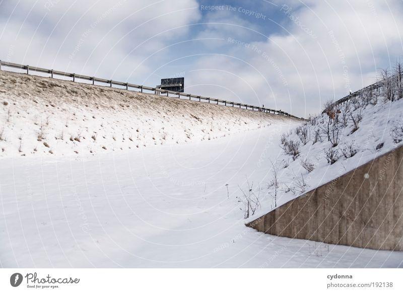 Autobahn I Umwelt Natur Landschaft Himmel Winter Eis Frost Schnee Hügel Verkehr Straßenverkehr Autofahren Wege & Pfade Einsamkeit Freiheit Idee Leben planen