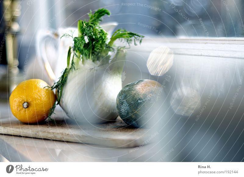 Stilles Leben auf der Fensterbank alt weiß gelb Gesundheit warten ästhetisch Küche Frucht authentisch Pflanze Ernährung Vergänglichkeit natürlich Warmherzigkeit