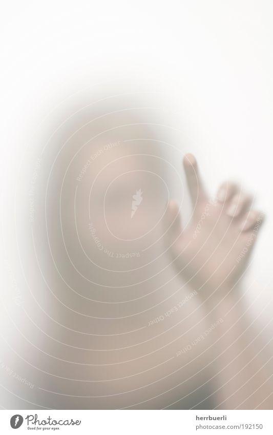 Taste drücken Frau Hand Jugendliche weiß Gesicht feminin nackt Kopf Haare & Frisuren Erwachsene hell Mund Haut Finger Ohr berühren