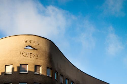 Bonjouer Tristesse in Berlin Kreuzberg Ferien & Urlaub & Reisen Fenster Architektur Traurigkeit Graffiti Gebäude Tourismus Fassade Ausflug Schriftzeichen trist