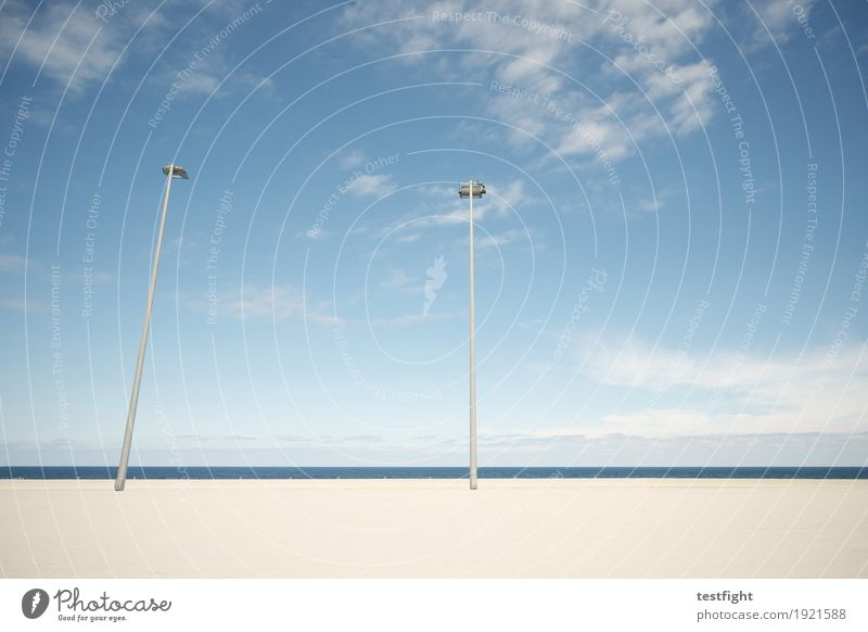 zuneigung zeigen Umwelt Natur Himmel Wolken Klima Schönes Wetter Mauer Wand Terrasse Laterne Straßenbeleuchtung Lampe Sauberkeit blau Einsamkeit Langeweile