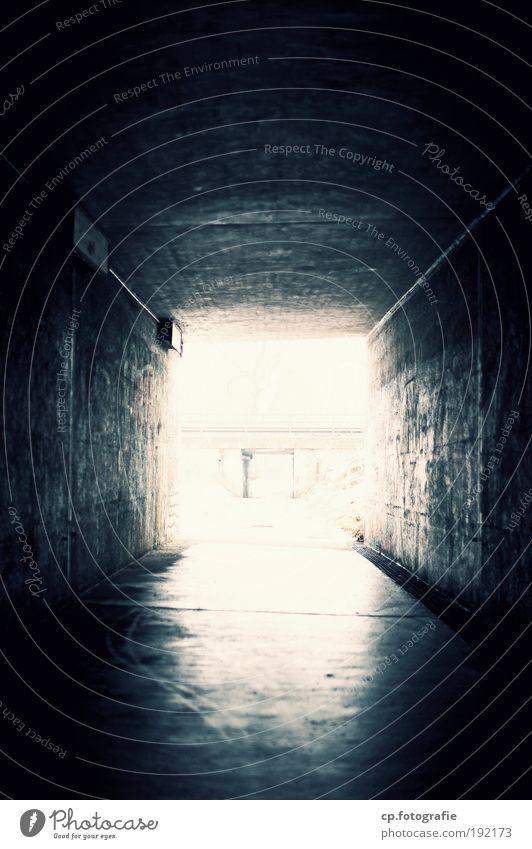 Licht am Ende des Tunnel Straße dunkel Wege & Pfade Gebäude Graffiti hell Architektur frei Kunst