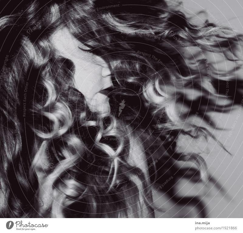 Locken die locken Mensch Frau Jugendliche Junge Frau schön 18-30 Jahre Erwachsene feminin Haare & Frisuren wild träumen glänzend 13-18 Jahre ästhetisch Tanzen