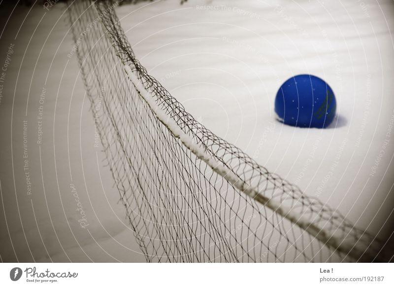 die Erinnerung an den Sommer Winter kalt Schnee Hoffnung Ball frieren Sport Ballsport