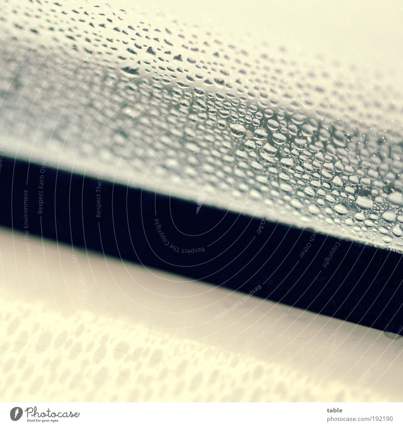 feucht Wasser weiß Haus schwarz Fenster Holz grau Metall Wohnung Glas Wassertropfen nass Energiewirtschaft Häusliches Leben Kunststoff Handwerk