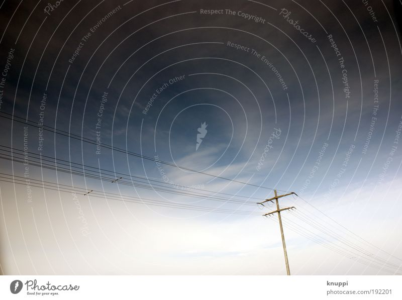 Telefonmast Himmel Natur blau weiß Erholung ruhig Wolken schwarz kalt Umwelt Luft Schönes Wetter hoch Ausflug Kommunizieren bedrohlich