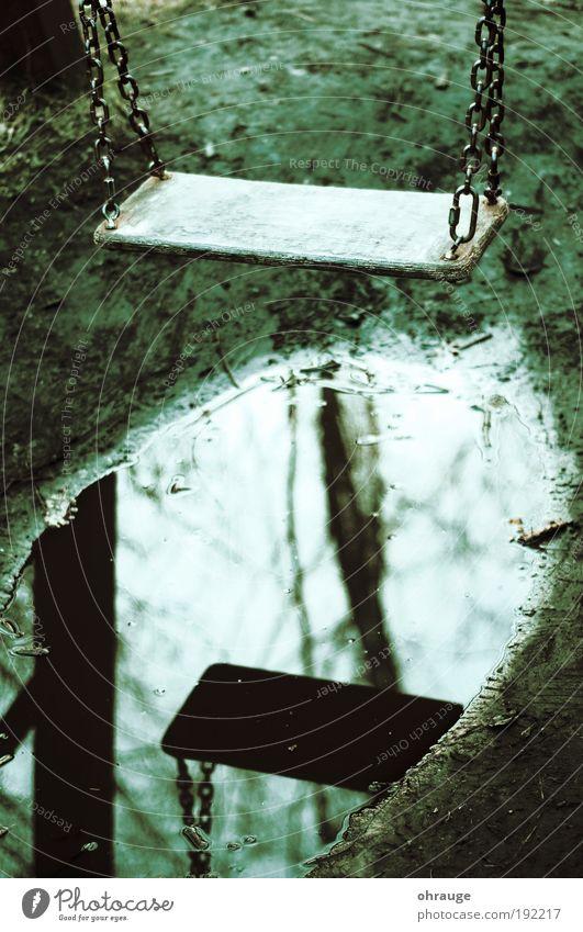 Die Schaukel Umwelt Natur Erde Wasser Wolkenloser Himmel Herbst Wetter schlechtes Wetter Park Pfütze Stadtrand Spielplatz schaukeln träumen Traurigkeit Trauer