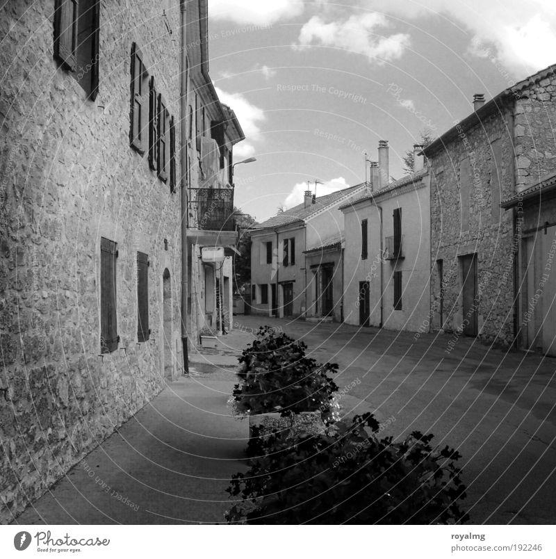 Nix los... alt Haus trist Schwarzweißfoto Frankreich Provence Kleinstadt Südfrankreich