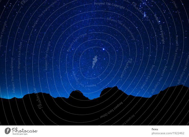 Sternenhimmel und Berge Natur Landschaft Himmel Wolkenloser Himmel Nachthimmel Alpen Berge u. Gebirge Gipfel Erde Weltall Farbfoto Außenaufnahme Menschenleer