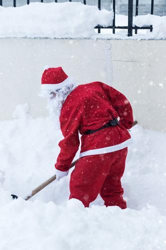 Winterdienst Lifestyle Schnee Weihnachten & Advent Arbeit & Erwerbstätigkeit Mensch maskulin 1 Natur Schneefall Garten außergewöhnlich rot Tatkraft fleißig
