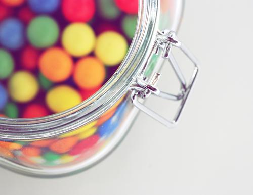 Some Candy? Design ästhetisch mehrfarbig Süßwaren lecker Kaugummi Kalorie Dickmacher ungesund Kindergarten Kindererziehung Kindergeburtstag Apfel der Erkenntnis