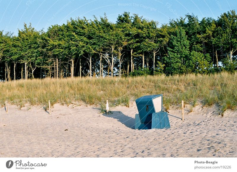 Der letzte seiner Art Strand Strandkorb Europa DDR DDR-Strandkorb Ostsee Zingst 5. Juni 2004 sea seaside ocean wave waves beach chair beach chairs holiday