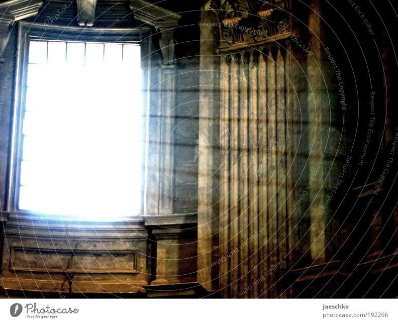 Erleuchtung dunkel Tod Fenster hell Religion & Glaube Beleuchtung Architektur Hoffnung Kirche geheimnisvoll Burg oder Schloss Säule Respekt erleuchten