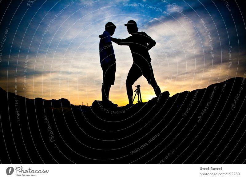 Rising Sun 2 Mensch Himmel Wolken Sonnenaufgang Sonnenuntergang entdecken Erholung frei groß Kitsch blau mehrfarbig gelb standhaft Fernweh Abenteuer Farbe