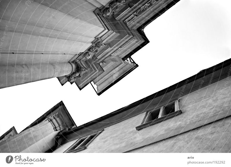 Spätgotik Haus Fenster Architektur Linie Kirche Ecke Wahrzeichen Sehenswürdigkeit Dom Nostalgie Gotik Monochrom Graz Bundesland Steiermark Strukturen & Formen Froschperspektive