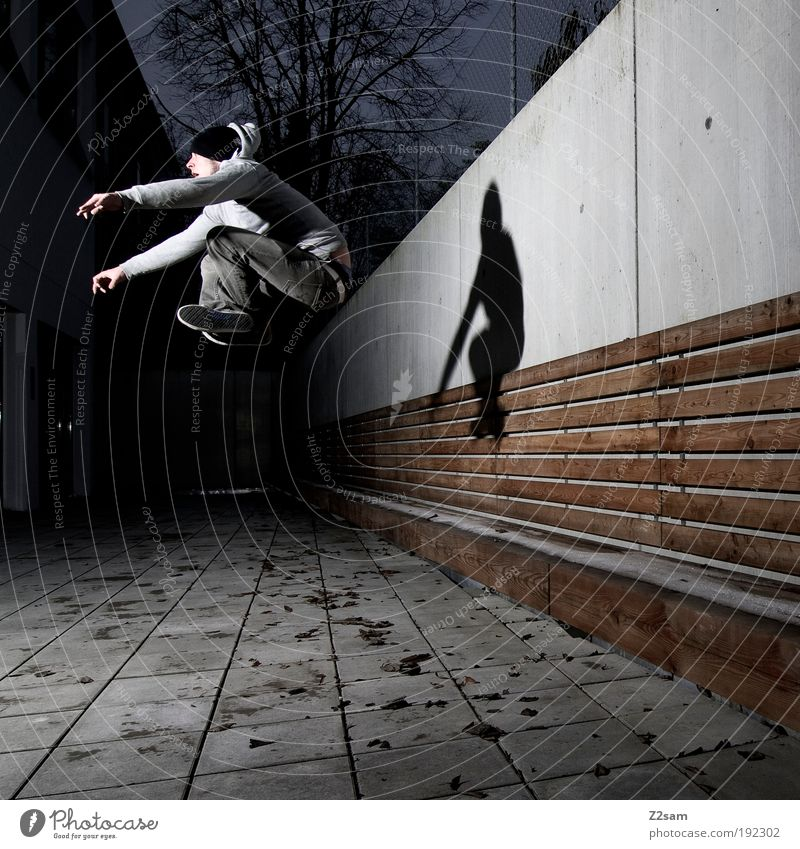 schwerkraft? Mensch Jugendliche Erwachsene dunkel Wand Architektur Bewegung springen Mauer Gebäude Stil elegant fliegen maskulin Design außergewöhnlich