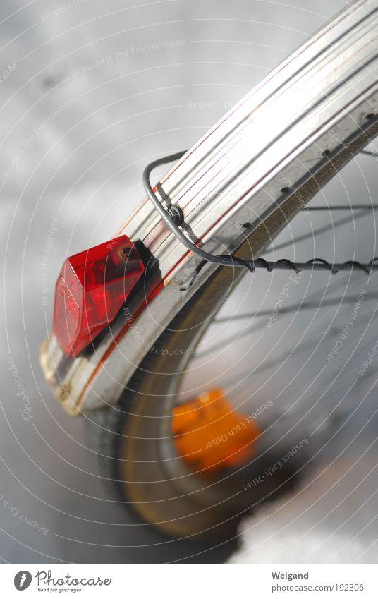 Schlusslicht alt weiß rot Ferien & Urlaub & Reisen Schnee Bewegung Stil Kunst Eis Arbeit & Erwerbstätigkeit Fahrrad ästhetisch authentisch stehen Frost trist