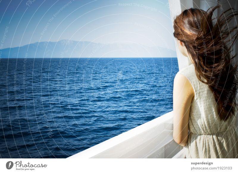 neue Ufer Frau Sommer Wasser Meer Erholung ruhig Ferne Erwachsene Freiheit Denken Haare & Frisuren Horizont träumen ästhetisch Rücken Beginn