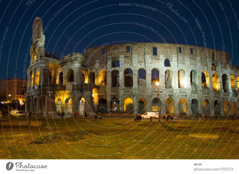 Kolossal alt blau ruhig gelb Erholung träumen Platz Tourismus einzigartig Romantik Rasen Kitsch Vergangenheit Denkmal Italien