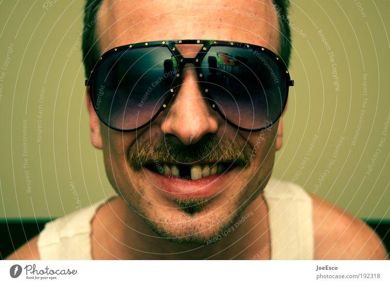 bang boom bang Nachtleben Feste & Feiern Hooligan maskulin Mann Erwachsene Kopf Sonnenbrille Bart Oberlippenbart Dreitagebart Blick leuchten Fröhlichkeit Glück