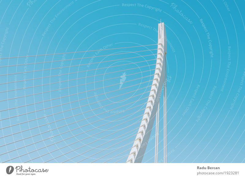 Weiße abstrakte Brücken-Struktur auf Himmel Design Ferien & Urlaub & Reisen Tourismus Sommer Bauwerk Gebäude Architektur Verkehr Straße Metall Stahl bauen
