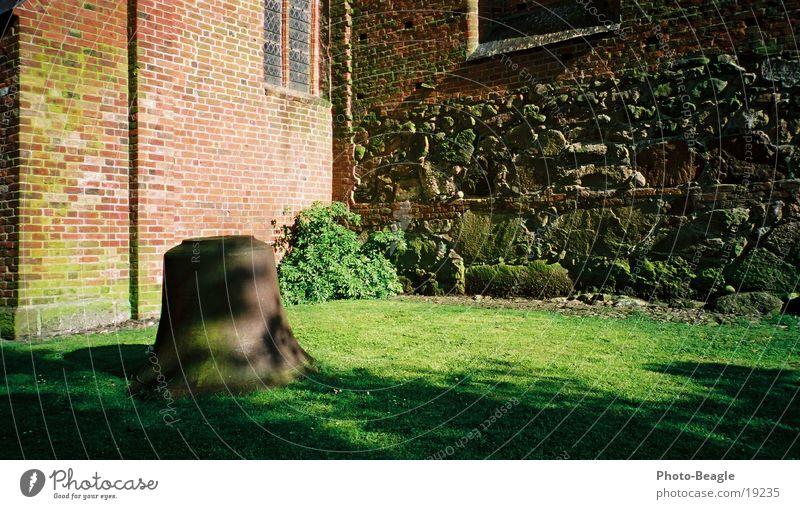 Heilige Bimbam- zum ersten... :-) alt Mauer Religion & Glaube Freizeit & Hobby Tradition Glocke Fehmarn Kirchenglocke