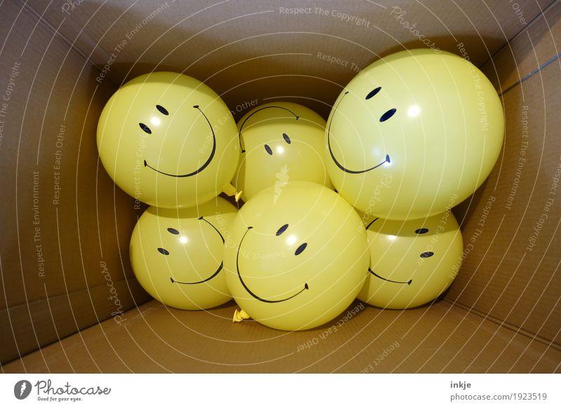 partypeople Freude gelb Gefühle Lifestyle Feste & Feiern Party braun Zusammensein Freundschaft Freizeit & Hobby Geburtstag Fröhlichkeit Lächeln Zeichen