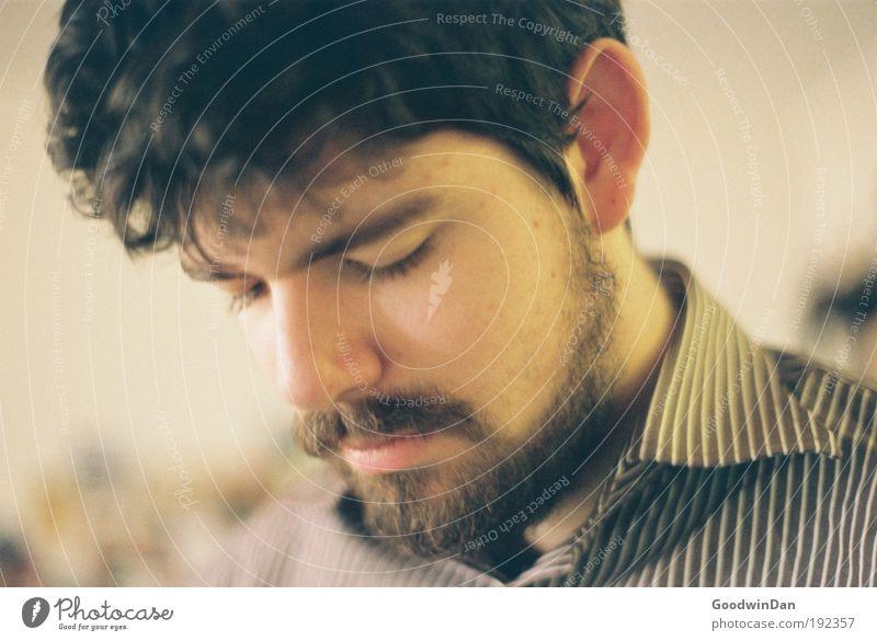 Analoges Ich Mensch Denken natürlich Kopf außergewöhnlich maskulin Zufriedenheit authentisch stehen Hemd brünett Vollbart wählen bescheiden Rasieren Bart