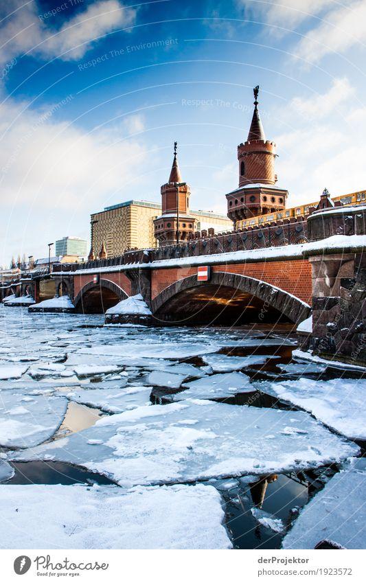 Eisige Zeiten ander Oberbaumbrücke Ferien & Urlaub & Reisen Freude Winter Umwelt kalt Berlin Tourismus Verkehr Ausflug Schönes Wetter Brücke Turm Frost