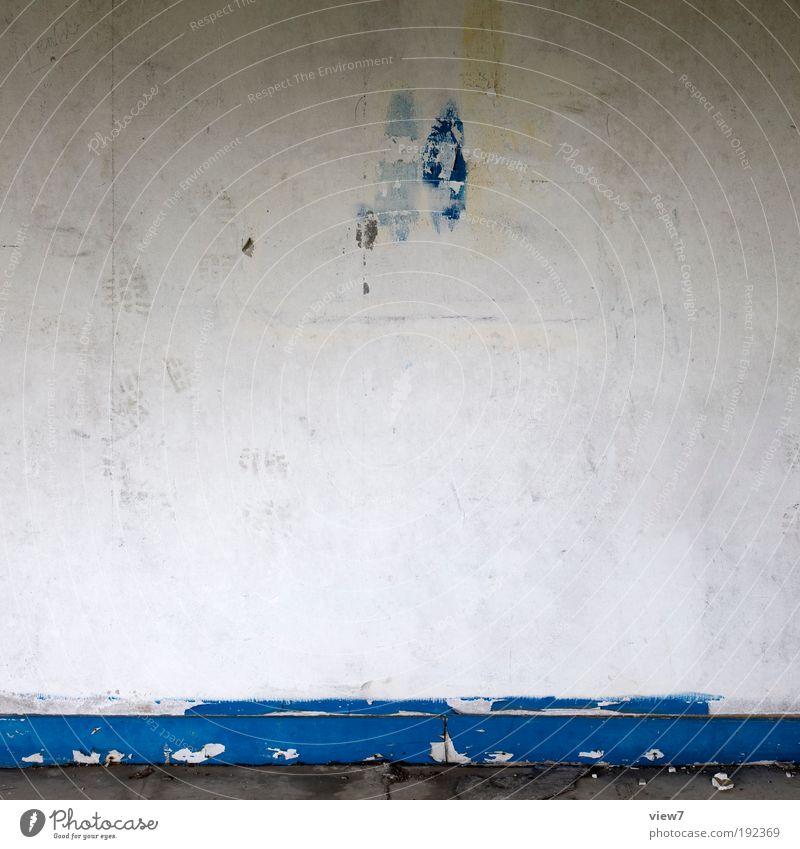 blau. alt Ferne dunkel Wand Tod Stein Mauer Linie Beton Fassade Ordnung trist kaputt authentisch einfach
