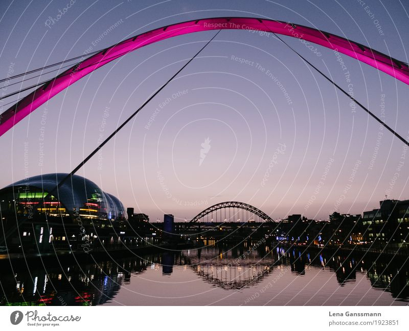 Newcastle upon Tyne Tourismus Sightseeing Städtereise Wolkenloser Himmel Sonnenaufgang Sonnenuntergang Flussufer England Stadt Stadtzentrum Skyline Brücke