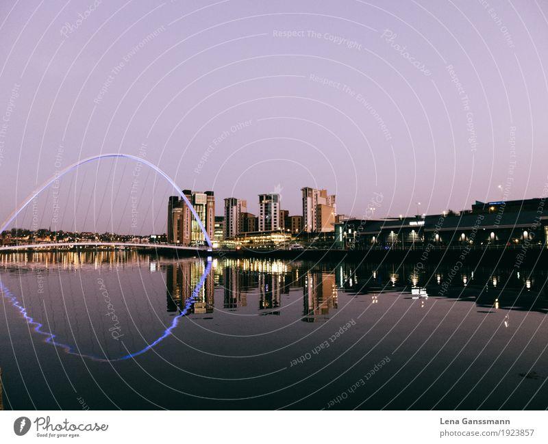 Newcastle by night Ferien & Urlaub & Reisen Stadt Wasser außergewöhnlich Tourismus modern Zukunft Abenteuer Brücke Fluss Güterverkehr & Logistik violett