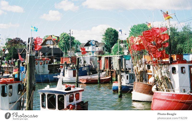 Niendorf II Wasserfahrzeug Fischereiwirtschaft Fischerboot Frühling Timmendorfer Strand Schifffahrt Hafen Ostsee harbor harbour boat boats ship ships water