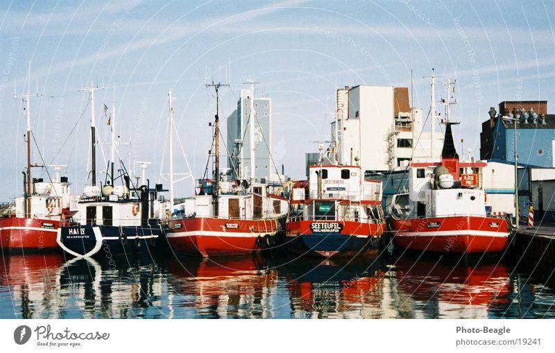 Heiligenhafen Wasserfahrzeug Reflexion & Spiegelung Schifffahrt Hafen Ostsee harbor harbour boat boats ship ships water