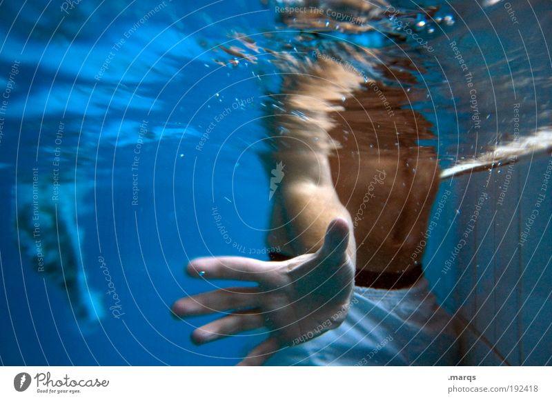 Untergang Freude Leben Freizeit & Hobby Wassersport Schwimmbad maskulin Körper Haut Hand 18-30 Jahre Jugendliche Erwachsene Badehose Kommunizieren Spielen