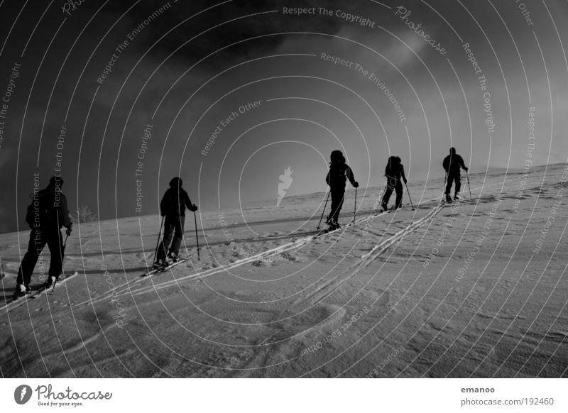 gipfelstürmer Mensch Natur Landschaft Freude Winter Berge u. Gebirge Schnee Sport Lifestyle Freiheit Freundschaft Freizeit & Hobby wandern Klima Abenteuer Schneebedeckte Gipfel