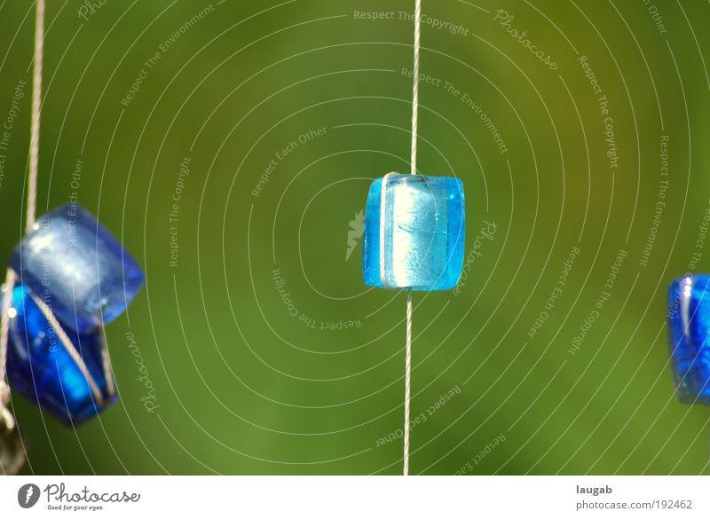 Glasperle Dekoration & Verzierung Kunst Natur klein nah rund schön blau grün Gefühle Glück Perle grün-blau Garten Detailaufnahme Kunsthandwerk Handwerk Basteln