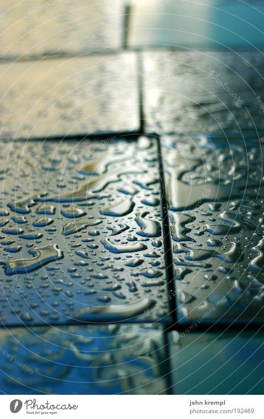feuchtgebiete Ernährung Wasser Wassertropfen Wetter schlechtes Wetter Regen Gewitter glänzend nass blau grün Traurigkeit Sehnsucht Einsamkeit Idylle ruhig