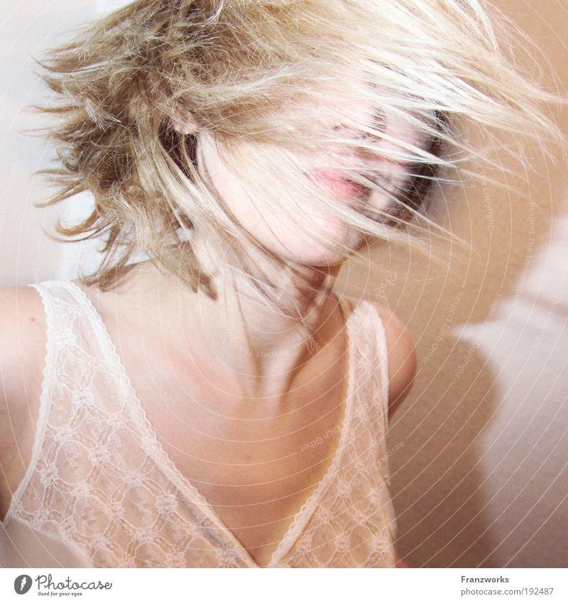 Bett-Ballett Mensch Jugendliche schön Gesicht Erholung Leben feminin Gefühle Haare & Frisuren Bewegung Erwachsene hell Zufriedenheit Tanzen Haut Energie