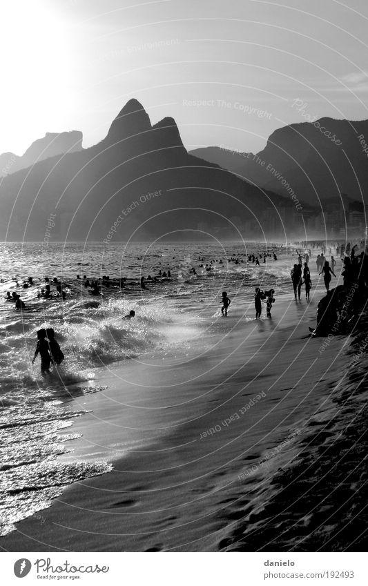 Ipanema exotisch Erholung Ferien & Urlaub & Reisen Tourismus Ferne Sommer Sonne Strand Meer Wellen Leben Menschenmenge Landschaft Sand Wasser Wind Nebel Gipfel