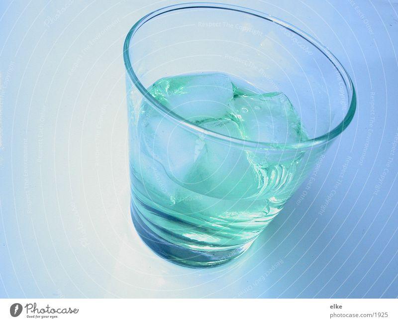 aufeis Eiswürfel Aperitif Getränk Sommer Becherglas Wasserglas Alkohol Erfrischungsgetränk durstlöschend Glas