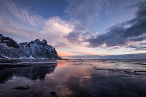 West Coast iceland during Sunrise in Winter Himmel Natur Wasser Sonne Meer Landschaft Wolken ruhig Strand Berge u. Gebirge Umwelt Gefühle Küste Schnee Stimmung