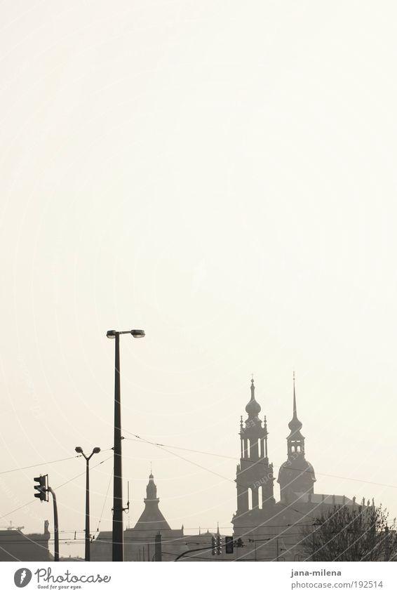 Dresden dunstig Kultur Himmel Wolkenloser Himmel Stadt Altstadt Menschenleer Haus Kirche Dom Burg oder Schloss Bauwerk Gebäude Architektur Sehenswürdigkeit