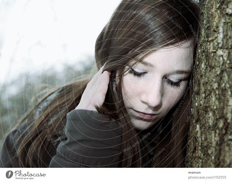 Marie II Jugendliche Gesicht ruhig Einsamkeit feminin träumen Traurigkeit Denken warten Coolness authentisch natürlich geheimnisvoll berühren Kindheit nachdenklich