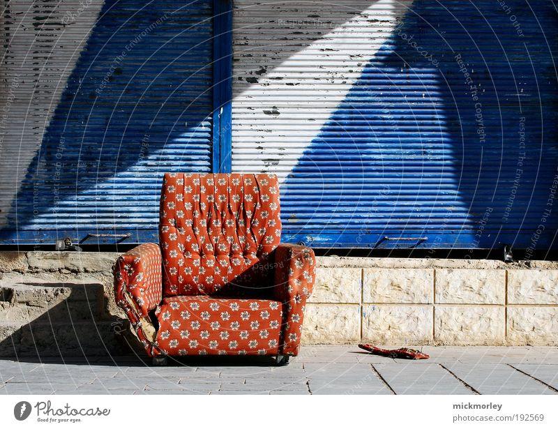 The Couch Stadt Freude Ferien & Urlaub & Reisen Farbe Erholung Zufriedenheit Zusammensein Kunst Umwelt Freizeit & Hobby Kultur Häusliches Leben Sofa einzigartig