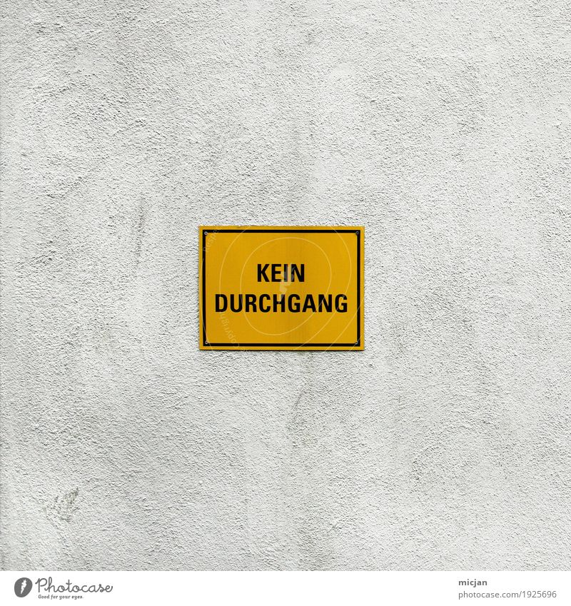 YOLO Abenteuer Freiheit Parkhaus Bauwerk Gebäude Mauer Wand Fassade Wege & Pfade Verkehrszeichen Verkehrsschild Stein Kunststoff Schriftzeichen