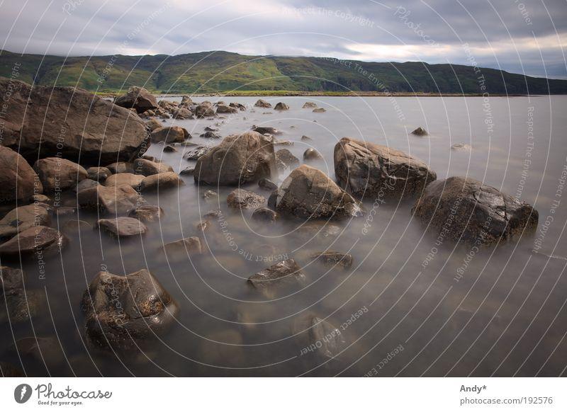Stilles Wasser Ferien & Urlaub & Reisen Tourismus Ferne Meer Insel Schottland Isle of Mull Natur Landschaft Küste Stein braun grau grün ruhig entdecken Farbfoto