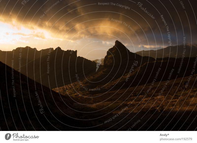 der Tag geht zu Ende Natur Sonne Ferien & Urlaub & Reisen Ferne gelb Berge u. Gebirge Landschaft Wärme braun gold Freizeit & Hobby Insel Tourismus Gipfel