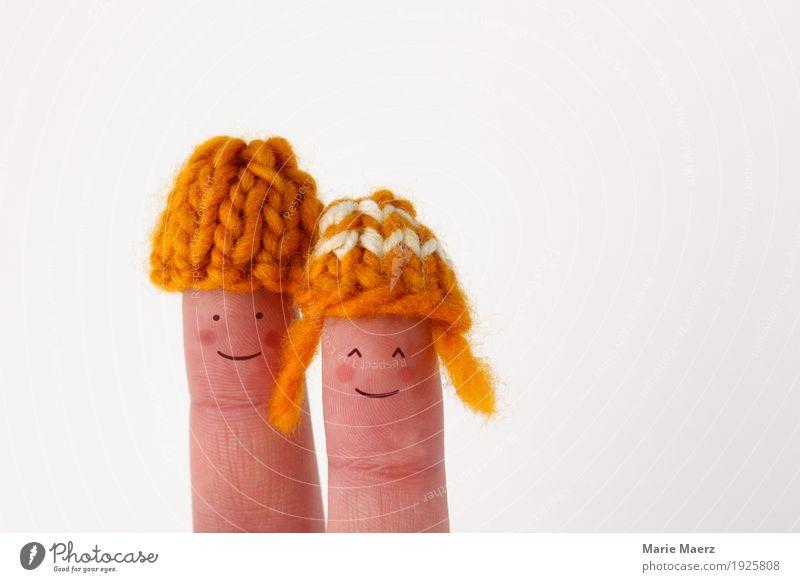 Fingerpuppen Pärchen mit Strickmützen Mensch Erholung Freude Gesicht gelb Liebe feminin Glück außergewöhnlich Paar Zusammensein Freizeit & Hobby Zufriedenheit