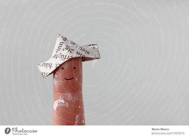 Maler Meister mit gefaltetem Hut aus Zeitungspapie Renovieren Umzug (Wohnungswechsel) Anstreicher Mensch Mann Erwachsene Finger 1 streichen frisch neu positiv